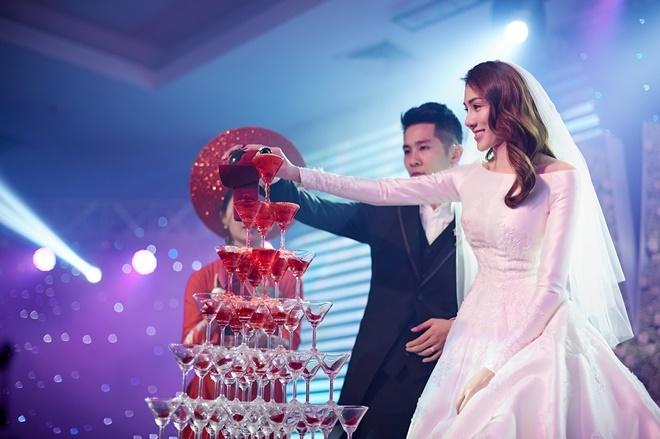 <p> Chồng của Lê Hà là thiếu gia Võ Trần Hiếu, sinh năm 1992. Cặp đôi hẹn hò được hơn 2 năm trước khi quyết định kết hôn.</p>