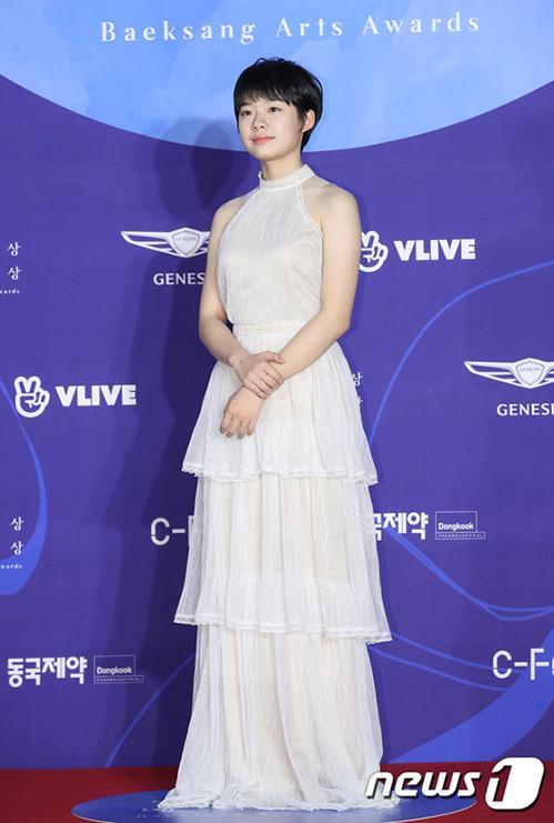 Nữ diễn viên sinh năm 2004 Lee Jae In là ứng cử viên cho giải Diễn viên mới xuất sắc nhất, hạng mục điện ảnh.