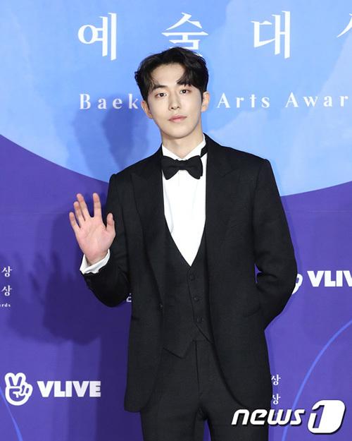 Nam Joo Hyuk khiến nhiều người bất ngờ với style tóc mới. Anh là người chiến thắng hạng mục Nam diễn mới xuất sắc nhất năm 2018.