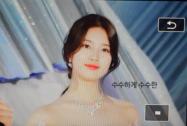Đứng trên sân khấu lễ trao giải, Suzy tự tin dẫn dắt chương trình bên cạnh Shin Dong Yupvà Park Bo Gum.