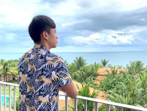 Phan Văn Đức sống ảo ở một resort