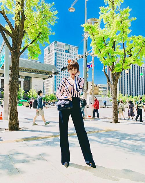 Hari Won tươi xanh như cá gặp nước khi được về quê nhà Hàn Quốc.