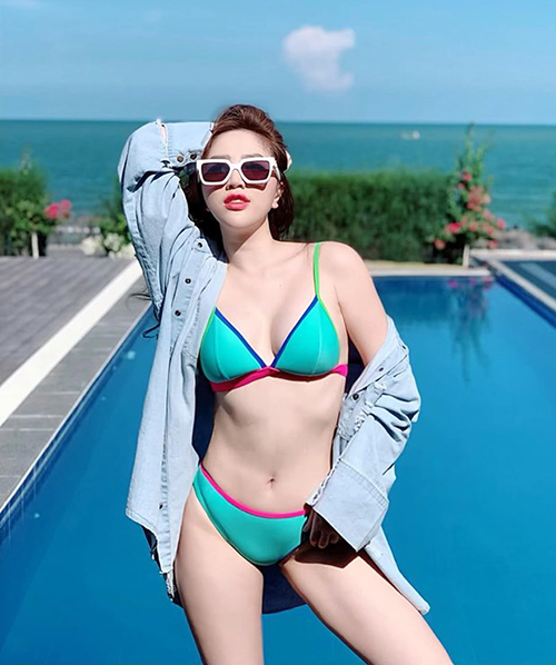 Bảo Thy khoe dáng nóng bỏng với bikini.
