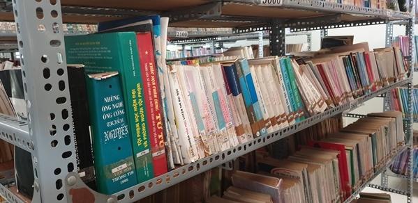 Trường THPT Ngô Văn Cấn đạt giải Nhì cuộc thi với mô hình thư viện năng động, dễ thương. Nơi đây quy tụ nhiều thể loại sách ở nhiều lĩnh vực để các bạn học sinh tha hồ tìm hiểu.
