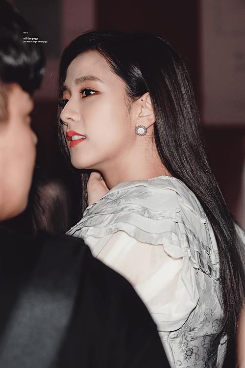 Góc nghiêng thần thánh của Ji Soo.
