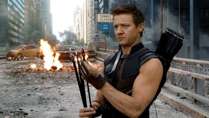 <p> Hawkeye/Clint Barton của Jeremy Renner không cần cởi áo mà vẫn thu hút nhờ hai bắp tay chắc nịch.</p>