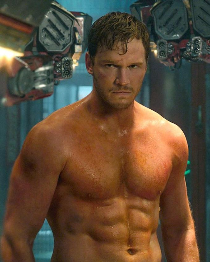 <p> Thủ vai Star-Lord/Peter Quill trong đội Vệ binh dải ngân hà, Chris Pratt cũng có body chẳng kém cạnh Captain America. Nam tài tử sinh năm 1979, cao 1,88m.</p>