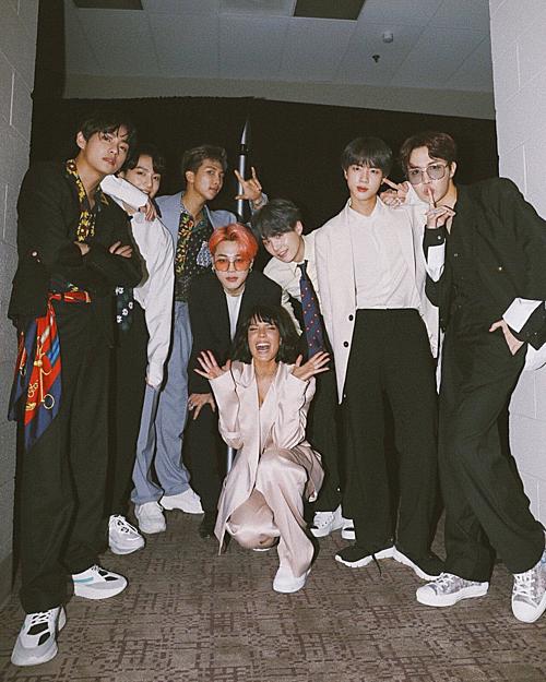 BTS tạo nên lịch sử khi trở thành nghệ sĩ châu Á đầu tiên thắng giải Top Duo/Group (Nhóm nhạc/ Bộ đôi hàng đầu). Tiết mục Boy with Luv của nhóm kết hợp cùng Halsey cũng là một trong nhữngtâm điểm chương trình.