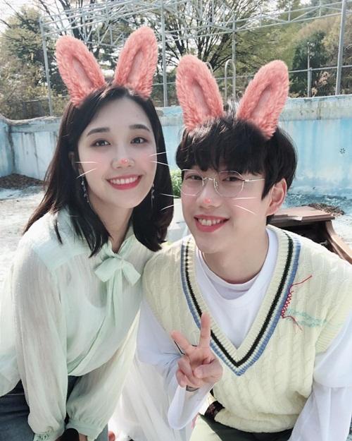Eun Ji (Apink) và 10cm đáng yêu, đẹp đôi bên nhau khi quay MV song ca Be With Me.