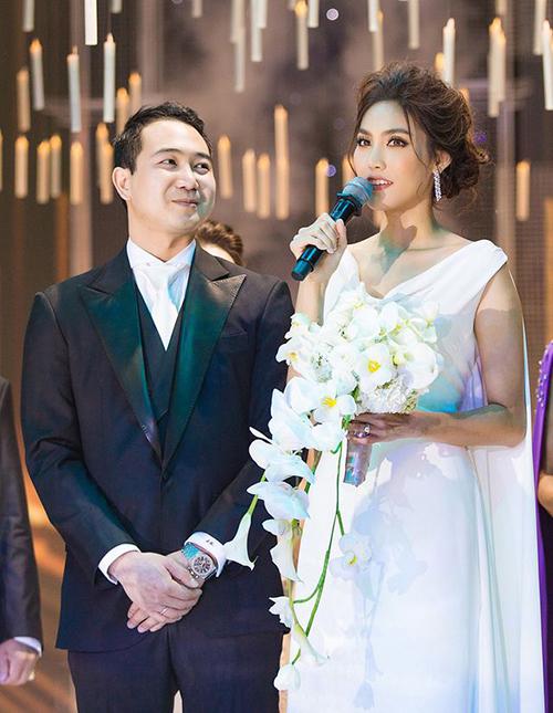 Vào ngày 4/10/2018, Lan Khuê đã diện váy cưới trị giá 500 triệu đồng đến từ nhà mốt trong nước Hacchic Bridal, là sự cách điệu từ chiếc váy thời thiếu nữ của Hoàng Hậu Nam Phương - người từng 3 lần đăng quang Hoa hậu Đông Dương.