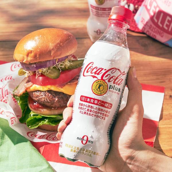 Sản phẩm Coca-Cola Plus được bổ sung chất xơ dinh dưỡng đạt chứng nhận FOSHU với tác dụng giảm hấp thu chất béo trong bữa ăn.