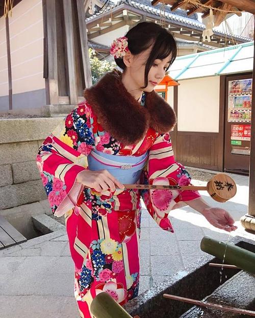 Tờ Times (Nhật Bản) nhận xét Joanne là kỳ thủ cờ vây ngàn năm có một. Trên khắp các diễn đàn, người dùng mạng nước này cũng dành lời khen ngợi cho nhan sắc của nữ kỳ thủ.