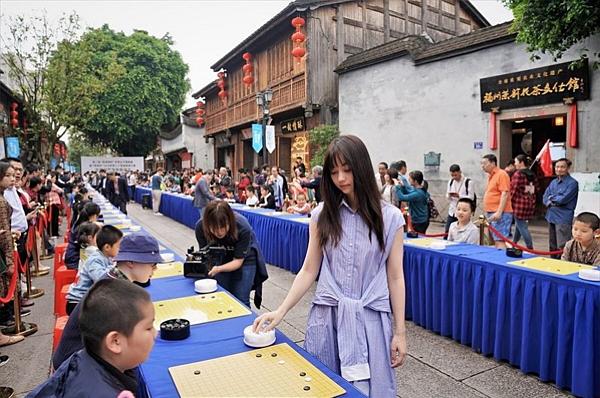 Joanne Missingham (sinh năm 1994) là kỳ thủ nổi tiếng trong làng cờ vây Trung Quốc. Tên tiếng Trung của cô là Hắc Gia Gia, người gốc Đài Loan (Trung Quốc). Mới 25 tuổi, Joanne đã là kiện tướng 7 đẳng.