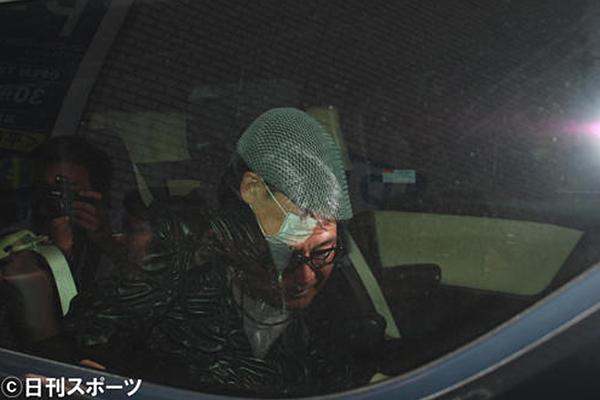 Bạn trai của Murasaki bị báo chí Nhật săn đuổi.