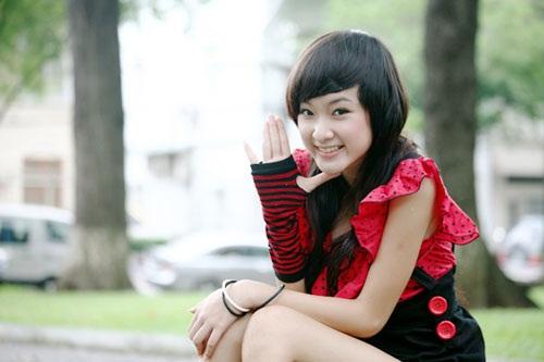 Đóng phim từ năm 7 tuổi, đến khi thành thiếu nữ, Angela Phương Trinh đã có gia tài phim ảnh đồ sộ. Việc nhẵn mặt với ống kính từ nhỏ giúp cô nàng rèn giũa sự tự tin, vẻ ngoài trưởng thành, phong cách ăn mặc nổi bật hơn các bạn cùng trang lứa.