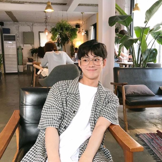 <p> Lee Se Jin thuộc công tyIME Korea, được dự đoán là nhân tố hài hước, ''nhiều muối'' bậc nhất Produce X101. Anh chàng có hình tượng dễ mến, gần gũi.</p>