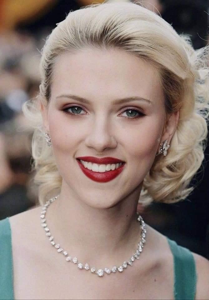 """<p> Năm 2010 khi nhận vai Natasha Romanoff - Black Widow trong phim điện ảnh """"Người Sắt 2"""", tên tuổi của Scarlett Johansson càng phủ sóng mạnh mẽ.</p>"""