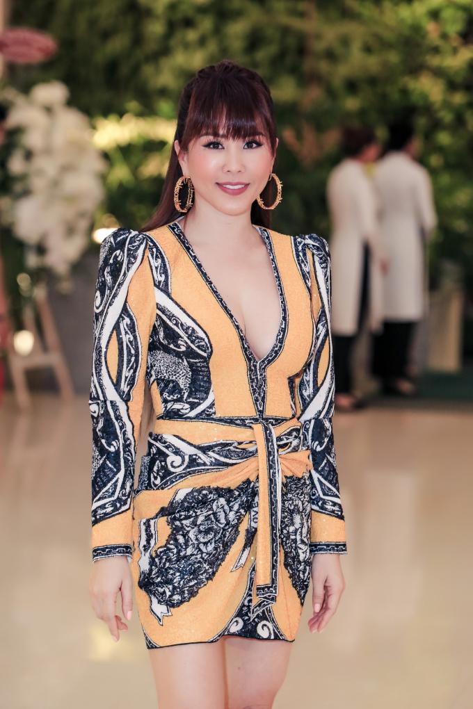 <p> Hoa hậu Thu Hoài trẻ trung nhưng không kém phần gợi cảm.</p>
