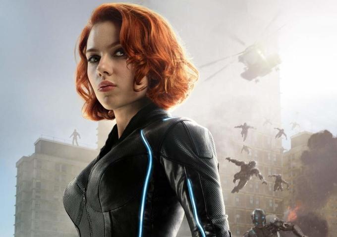 """<p> Sắm vai sát thủ người Nga, một trong những thành viên của Avengers,Scarlett Johansson luôn ẩn mình trong bộ đồ đen huyền bí. Được sàng lọc, huấn luyện nghiêm ngặt để trở thành siêu gián điệp nên ở """"Black Widow"""" luôn mang một vẻ cao ngạo, lãnh đạm.</p>"""