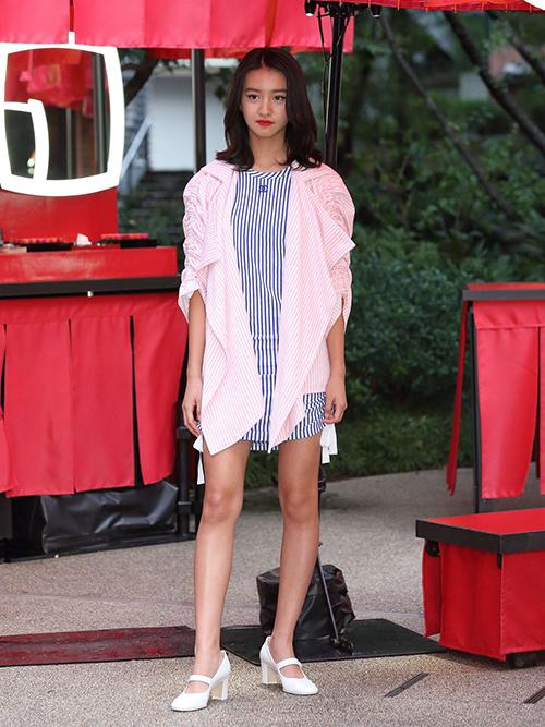 Nhiều tín đồ thời trang cho rằng cô gái 18 tuổi còn cần hoàn thiện nhiều nếu muốn trở thành người mẫu chuyên nghiệp.