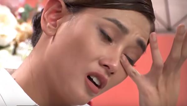 Võ Hoàng Yến bật khóc.