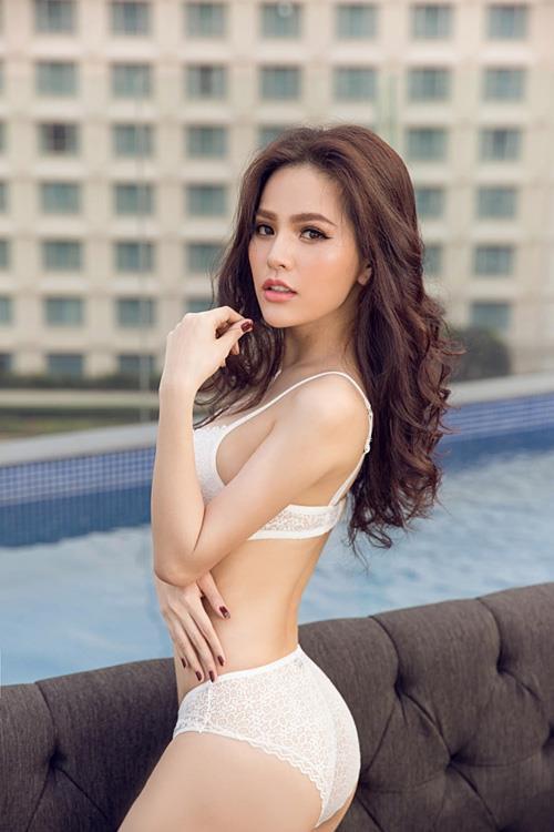 """<p> Năm 2017, mỹ nhân Hải Phòng góp mặt trong bảng xếp hạng mỹ nhân châu Á củaPixpo. Trong bảng xếp hạng này, cô đứng thứ hai, vượt mặt cả """"mỹ nhân Tân Cương"""" Địch Lệ Nhiệt Ba.</p>"""