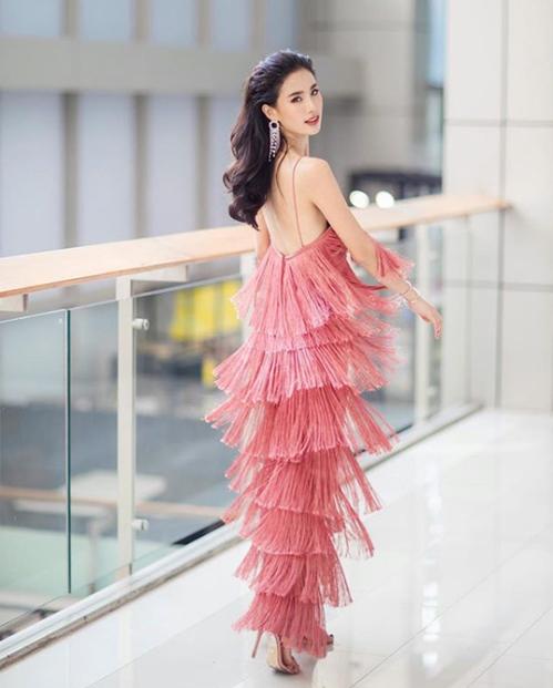 Cô có chiều cao 1,65 m, thân hình mảnh mai và vẻ đẹp mong manh quyến rũ. Phong cách thời trang của Padpudd là sang chảnh và đầy nữ tính, dát đầy hàng hiệu.
