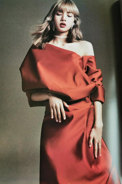 Những bức hình đầy nghệ thuật của Lisa trong ấn phẩm Harpers Bazaar nhận vô số lời khen của người hâm mộ.