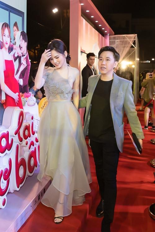 <p> Phi Huyền Trang từng vướng tin đồn yêu diễn viên Anh Đức. Tuy nhiên cô khẳng định cả hai chỉ là đồng nghiệp thân thiết.</p>