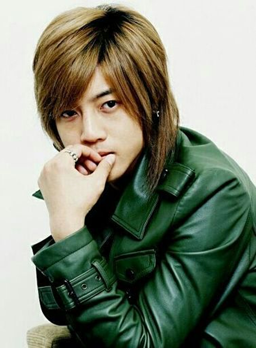 Cuối cùng là Kim Hyun Joong, thành viên nhóm SS501. Anhtừng rất nổi tiếng tại nhiều quốc gia ở châu Á sau bộ phim Vườn Sao Băng, trở thành một trong những idol nam quyền lực nhất Kpop trong giai đoạn 2008- 2012. Sau này, scandal bạo lực với bạn gái cũ đã khiến sự nghiệp Kim Hyun Joong dần tuột dốc.