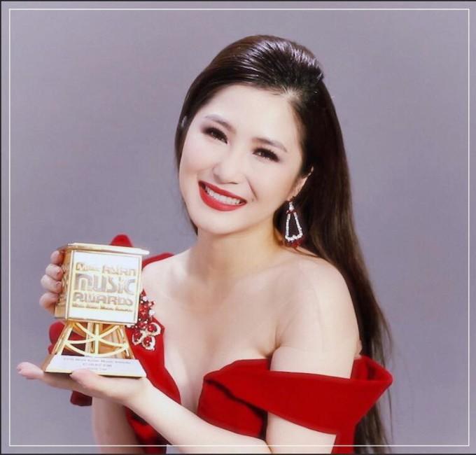 <p> Cuối 2018, Hương Tràm khẳng định đẳng cấp vươn ra tầm châu lục khi thắng giảiMnet Asian Music Awards (MAMA) ở hạng mục Best Asian Artist in Vietnam - Nghệ sĩ châu Á xuất sắc tại Việt Nam.</p>