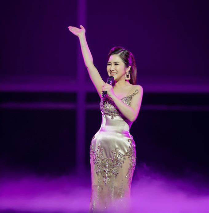 <p> 24 tuổi, Hương Tràm là có vị trí, chỗ đứng nhất định trong showbiz Việt. Cô là chủ nhân của nhiều bản hit, giải thưởng và là ngôi sao có khối tài sản kếch xù trong showbiz. Tháng 1/2019, cô tổ chức liveshow đầu tiên trong sự nghiệp mang tên<em> Hộp thư số một,</em> đánh dấu chặng đường hơn 6 năm làm nghề. Việc tổ chức thành công liveshow cá nhân không chỉ giúp Hương Tràm nhìn lại chặng đường đã đi qua mà còn khiến nhiều khán giả thêm mến mộ và trân trọng quyết tâm làm nghề nghiêm túc của cô hơn.</p>