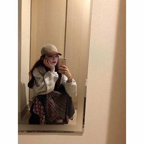 Chiếc gương ở nhà là địa điểm chụp ảnh ưa thích của Goo Hara.