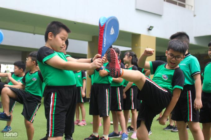 Học sinh tiểu học Hà Nội học võ để phòng vệ