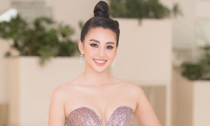 <p> Cô được công bố là một trong sáu giám khảo của cuộc thi, sẽ diễn ra vào tháng 6/2019 tại Hàn Quốc. Đồng hành với Tiểu Vy còn có Hoa hậu Việt Nam 1992 Hà Kiều Anh, Á hậu Việt Nam 2014 Huyền My...</p>
