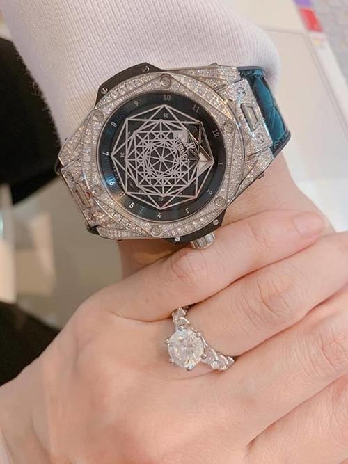 Cặp đôi từng tặng nhau nhẫn kim cương và đồng hồ bạc tỷ trong một dịp kỷ niệm.