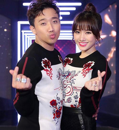 Từ khi lấy vợ, phong cách của nam danh hài càng lên đời. Anh cùng Hari Won thường xuyên chia sẻ sở thích mua sắm.