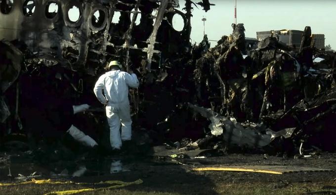 <p> Nguyên nhân chính thức dẫn đến thảm họa hiện chưa được công bố. Một số nguồn tin cho rằng máy bay bị sét đánh dẫn tới bốc cháy khi hạ cánh khẩn cấp xuống đường băng. Song các chuyên gia bác bỏ. Họ cho rằng, rất có thể một trục trặc về hệ thống điện dẫn tới hỏa hoạn trên máy bay.</p>