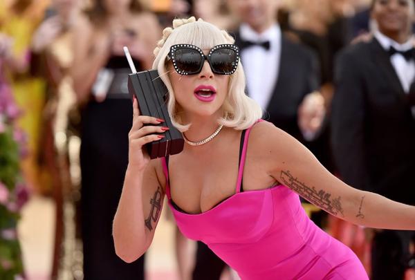 Met Gala 2019: Lady Gaga 3 lần lột đồ ngay trên thảm đỏ - 7