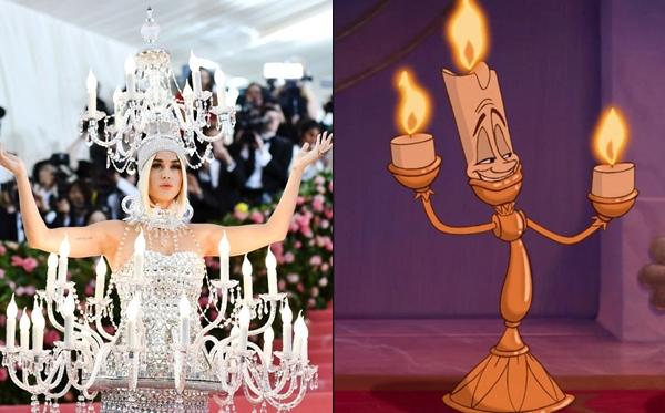 Katy Perry hẳn là đang cosplay nhân vật Lumière của Disney.