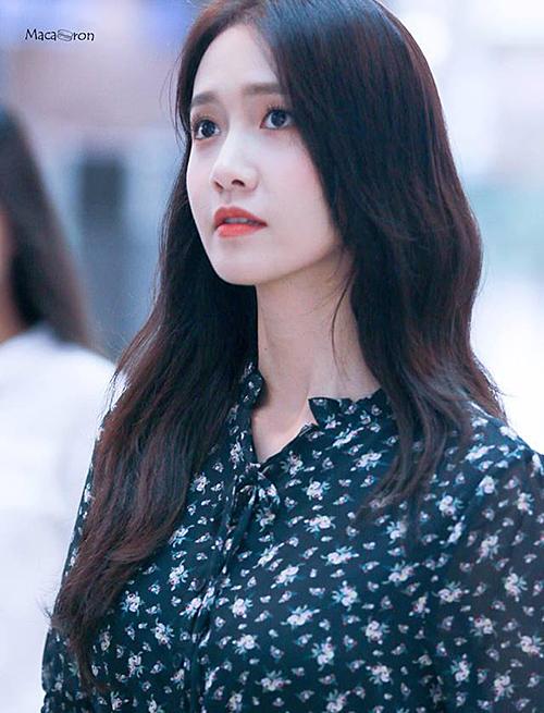 Idol đã ra mắt 12 năm Yoon Ah đứng vị trí thứ 2 trong bảng xếp hạng. Phái nữ mê mẩn nép đẹp nhẹ nhàng, tự nhiên của thành viên SNSD. Yoon Ah có khuôn mặt nhỏ, ánh mắt thơ ngây và ghi điểm nhờ vẻ trẻ trung bất chấp thời gian. Nữ ca sĩ không thay đổi nhiều so với thời điểm ra mắt năm 2007.