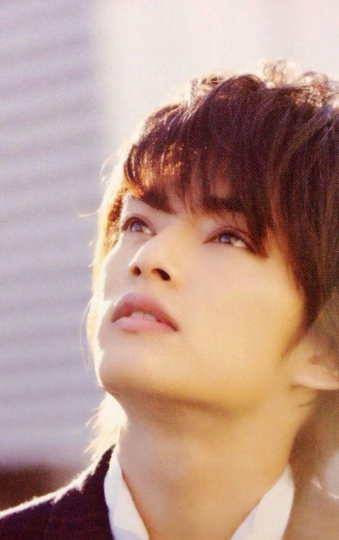 <p> Nakayama Yuma sinh năm 1994, là ngôi sao hoạt động ở nhiều lĩnh vực. Anh chàng hát tốt, tham gia nhiều nhóm nhỏ, khả năng diễn xuất cũng được khen ngợi.</p>