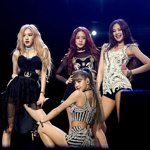 Black Pink là nhóm nhạc có nội bộ fan lục đục nhất Kpop khi thường xuyên tị nạnh, tranh cãi.