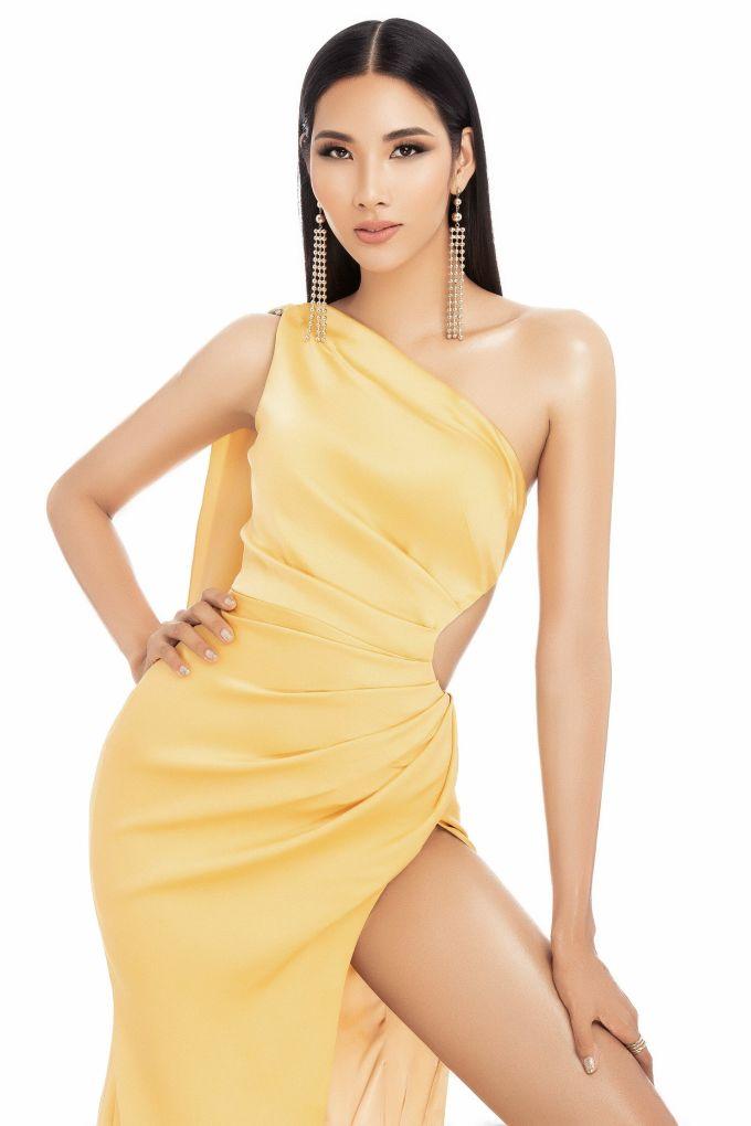 """<p> <a href=""""https://ione.net/projects/hoang-thuy-neu-trang-tay-o-miss-universe-toi-cung-khong-hoi-han-3920113/index.html"""">Hoàng Thùy</a> vừa được lựa chọn là đại diện chính thức của Việt Nam tại <em>Miss Universe </em>- Hoa hậu Hoàn vũ Thế giới 2019.Cô cao 1,77 m, số đo ba vòng 82-60-94.<br /> Chia sẻ với <em>iOne</em>,Hoàng Thùy cho biết <em>Miss Universe</em> là cuộc thi lớn mà nhiều cô gái khao khát. Bản thân cô đã cố gắng rất nhiều để trở thành đại diện năm nay.<br /> Một số đối thủ của Hoàng Thùy đã lộ diện. Nữ người mẫu sinh năm 1992 cho biết, hiện tại cô thích và đánh giá cao nhất các thí sinh đến từ Mỹ, Brazil và Colombia.</p>"""
