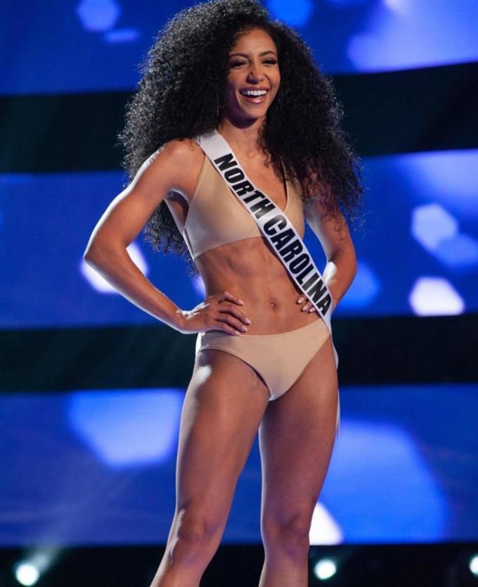 """<p> Hoàng Thùy đánh giá cao đối thủ đến từ Mỹ: """"Hoa hậu Mỹ có khả năng ứng xử quá tuyệt vời, nền tảng học vấn tốt, có nhiều hoạt động ý nghĩa dành cho cộng đồng"""".</p>"""