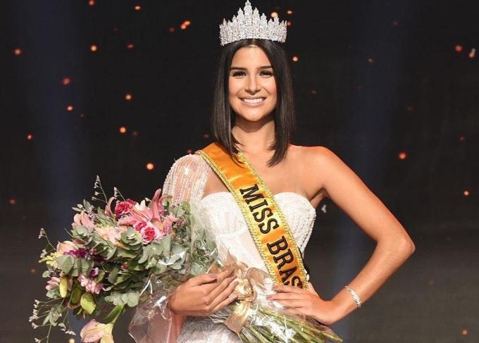 """<p> <strong>1. Hoa hậu Brazil -Júlia Horta</strong><br /><br /> """"Hoa hậu Brazil có một profile không thể chê vào đâu được. Tôi nghĩ bạn ấy đến với Miss Universe chỉ để phân định thứ hạng mà thôi"""", Hoàng Thùy nhận xét về nữ nhà báo xinh đẹp 24 tuổi đến từ Brazil.</p>"""