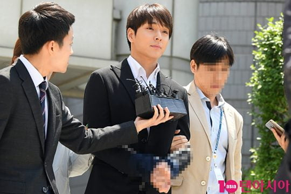 Choi Jong Hoon rời khỏi tòa án vào 12 giờ 50 phút.Thẩm phán Song Kyung Ho của Tòa án quận trung tâm Seoul đã ban hành lệnh bắt giữ Choi Jong Hoon sau phiên thẩm vấn. Cựu thành viên FT. Island bị trói tay, áp giải đến đồn tạm giam trước khi chính thức khởi tố vụ án.