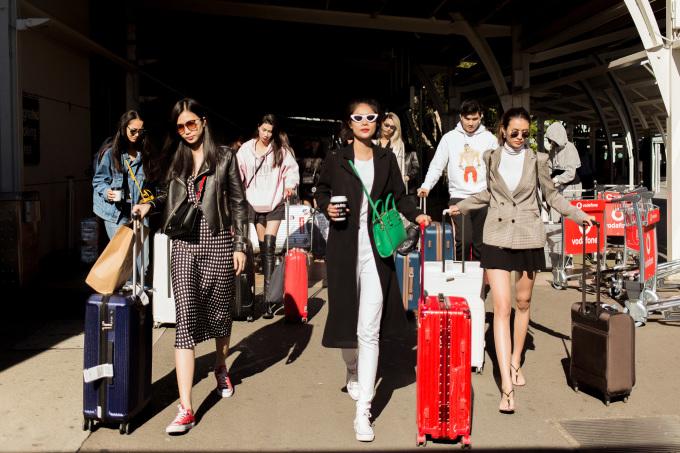 """Show diễn Xuân Hè 2019 của NTK Đỗ Mạnh Cường sẽ diễn ra vào ngày 10/5 tại Park Hyatt Sydney, kéo dài khoảng 30 phút. Có 50 người mẫu trình diễn, trong đó 25 người từ Việt Nam bay sang và 25 người mẫu quốc tế. 200 khách mời tham gia show gồm các ngôi sao hàng đầu tại Việt Nam, các """"nàng thơ"""" của Đỗ Mạnh Cường, các doanh nhân thành công cũng như các tín đồ yêu thời trang, các đối tác..."""