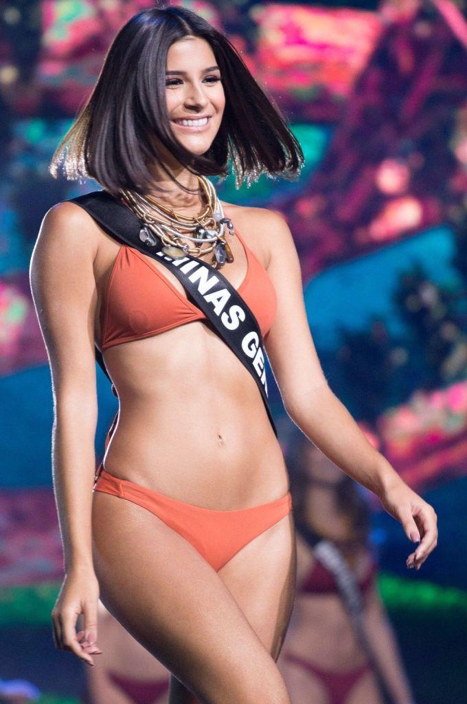 <p> Júlia Horta sở hữu mái tóc ngắn, suôn mượt khác biệt, nụ cười rạng rỡ và vẻ đẹp tràn đầy năng lượng. Cô bắt đầu thi sắc đẹp từ khi mới 5 tuổi. Trước khi trở thành đại diện Brazil tại <em>Miss Universe</em>,Júlia Horta từng đăng quang Hoa hậu bang Minas Gerais 2015 và Hoa hậu Du lịch Brazil 2017.</p>