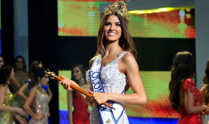 <p> <strong>2. Hoa hậu Colombia -Gabriela Tafur</strong><br /><br /> Gabriela Tafur Náder năm nay 24 tuổi. Cô cao 1,8 m, số đo ba vòng 88-60-94. Nữ luật sư sinh năm 1995 thành thạo ba ngôn ngữ: tiếng Anh, Tây Ban Nha và Bồ Đào Nha.</p>